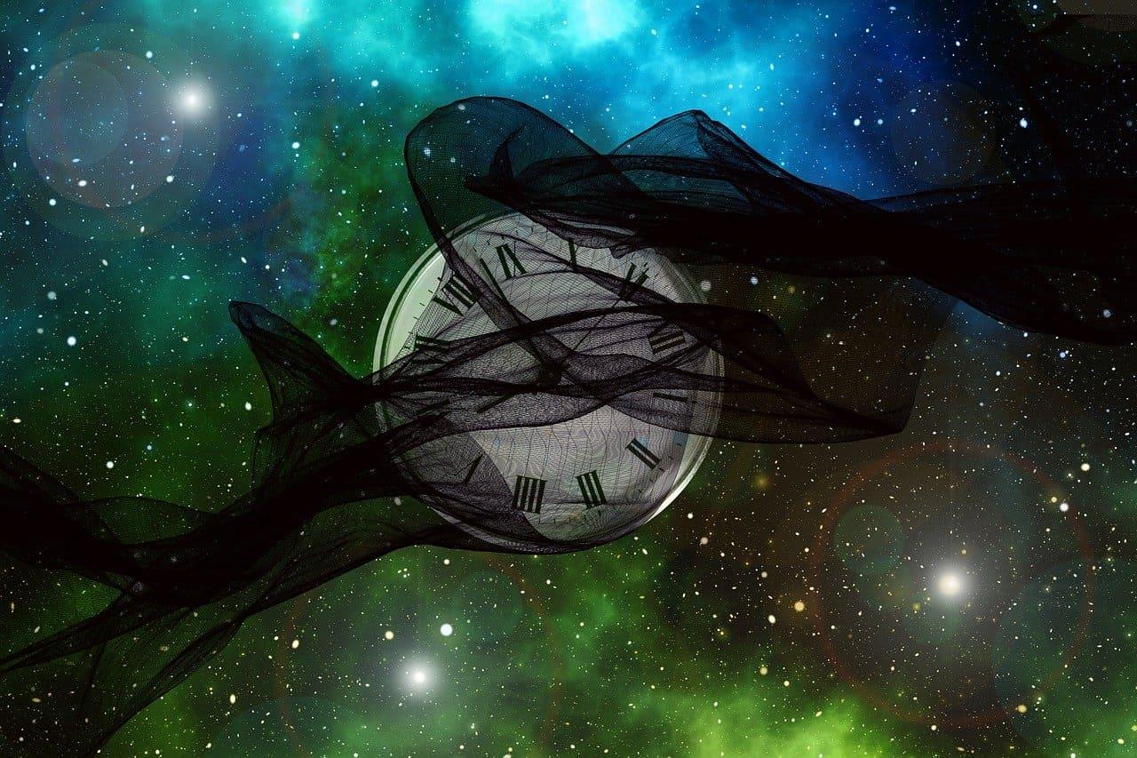 ユニバース 真ん中に時計